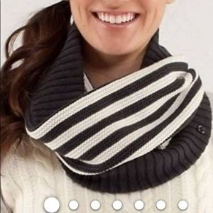 Neck Warmer by Lululemon Athletica
